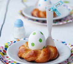 Tischkärtchen aus Hefekranz und Ei - Kreative Idee für die Ostertischdeko 2 - [LIVING AT HOME]