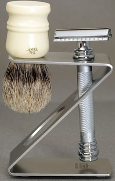 How to shave like a man - badger bristles and Merkur razor
