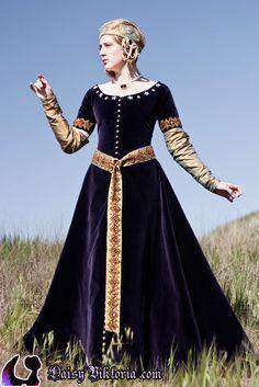purple velvet and gold silk cotehardie, 14th century http://faerie-queen.com