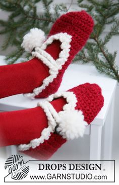 "Crochet DROPS Christmas slippers in ""Eskimo"" and ""Glitter"". ~ DROPS Design"