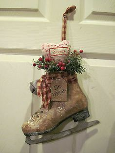 HAND CRAFTED PAINTED PRIMITIVE VALENTINES ICE SKATE DOOR/WALL HANGING