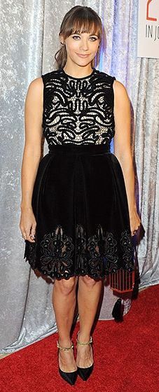 Rashida Jones looked super cute in a black Erdem dress with a bold pattern on the bodice. She paired the flirty option with Jimmy Choo pumps and a Kotur clutch.