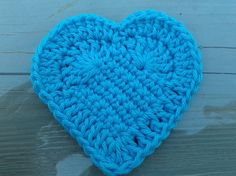 Free heart pattern. This is a carefully written and wonderful, closeup - step-by-step (with diagram too with each step) set of instructions.