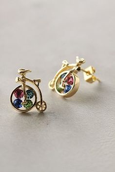 I want these earrings.