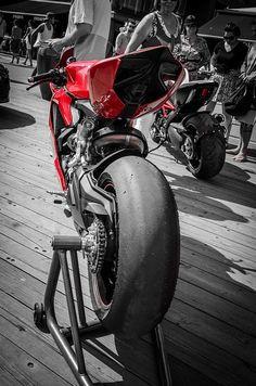 superbike #superbike #ducati http://universeofchaos.tumblr.com/