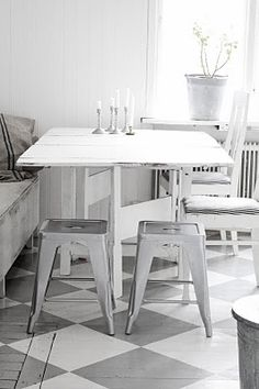 So easy to do with Annie Sloan Chalk Paint™ in French Linen and Old White