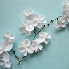 white felt flowers - look at how pretty that is!