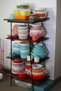 glassware display, vintage collection display, color, dream, vintage pyrex, hous, kitchen, vintag pyrex, pyrex collect