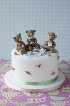 Such a beautiful cake, teddybears picnic.  Learn with us! @mycakedeco-) Everyone needs to know how to make a cake like this :-))))