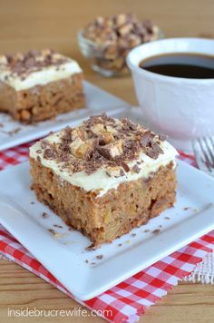 Apple Snickers Cake from http://www.insidebrucrewlife - apple cake with Snickers bars baked in and on the pudding layer