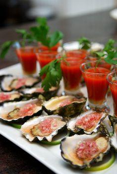 Oyster in shallot sauce mignonette  www.oesterkoning.nl  De Oesterkoning komt graag op uw feest oesters € 2,10. guido@oesterkoning.nl  0031( 0) 644538529