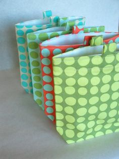 Reusable snack and sandwich bags with tabs