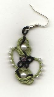 hmm... looks interesting hand, tutorials, patterns, colors, beaded earrings, seed beads, blog, jewelri, tat earring