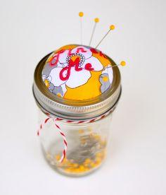 DIY: mason jar pincushion