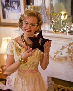 Mrs Polly Rogers DIY Large Velvet Star Ornament w/Vintage Brooch.  Cute video, too! mrspollyrogers.com