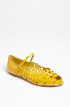 I have been dying for some yellow flats..these are so cute and charming :)