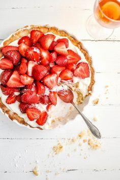 strawberries & mascarpOne cream tart