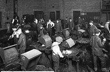 High school blacksmith class, Salt Lake City, Utah, 1915