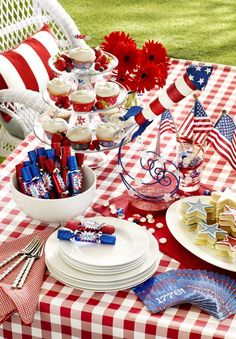 20 Lovely Patriotic Celebration Table Ideas table settings, patriotic party, fourth of july, decorated cupcakes, red white blue, 4th of july, party tables, independence day, home parties