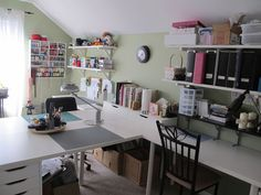 Love all the desk space in this craft room with the shelves above.