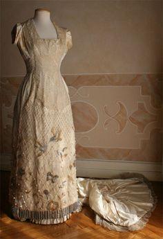Evening dress, circa 1889, Abiti Antichi (front) evening dresses, vintag fashion, abiti antichi, histor fashion, 1889, nostalgia, gown, referencesabhvafb, evenings