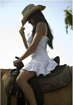 i would like to learn how to ride a horse (: , looking like this would be great too haha...only in my dreams