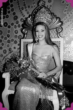 Alicia Machado. Miss Yaracuy 1995. Miss Venezuela 1995. Miss Universo 1996  Como lo hicieran Irene Sáez y Pilín León, en 1996 se repite la hazaña con el triunfo de Jacqueline Aguilera en el Miss Mundo y el de Alicia en el Miss Universo.