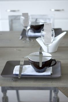 Modern style table setting
