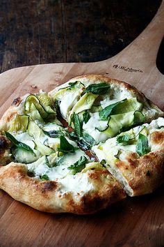 anchovi pizza, burrata pizza