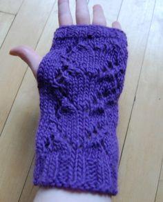 My pattern for heart lace handwarmers. #DIY #craft #make #knit #pattern #knitting #heart
