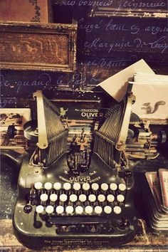 <3 typewriter writer dream, antique stores, vintage stuff, vintage typewriters, book, vintag typewrit, typewriter vintage, writer corner, antiques