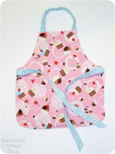 Sew an apron and toy oven mitt for your toddler with this free pattern!
