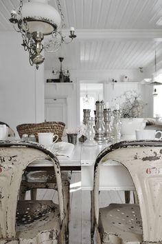 Love this shabby chic decor - http://myshabbychicdecor.com/love-this-shabby-chic-decor-4/