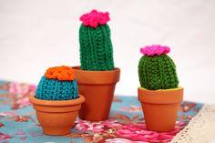 Cactus tejido, por Camila Aparicio. Hecho en casa. http://www.utilisima.com/manualidades/10228-cactus-tejido.html