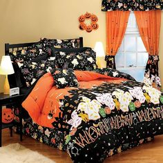 I'd prefer my Hallowe'en bedding to be more on the macabre side, but I'll take what I can get.
