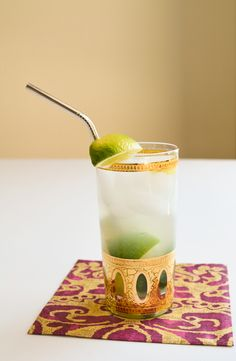 Muddled Ginger Limeade.  Delicious!  // www.cupcakesandcutlery.com