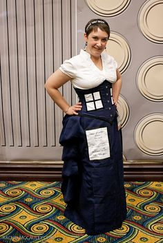 I LOVE this TARDIS dress. It has an awesome bustle in the back. I have always wanted to make a TARDIS dress. This idea is so elegant.