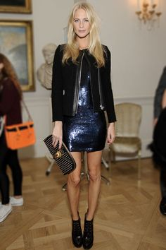 La mini robe disco de Poppy Delevingne http://www.vogue.fr/mode/look-du-jour/articles/la-mini-robe-disco-de-poppy-delevingne/16502