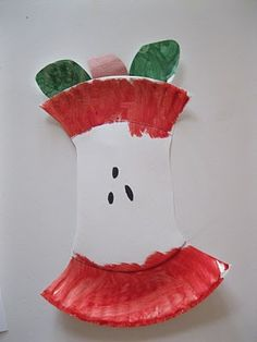 Super cute paper plate apple craft!  Perfect for fall units, and easy!