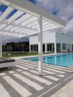 INDOOR/OUTDOOR LIVING: The house of architect Sharon Fraser in Australia. 5/4/2012 via @Yatzerr