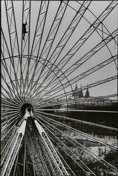 Martine Franck/Funfair/Jardain des Tuileries, Paris, France, 1985