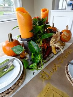 Great idea for a Thanksgiving table with craft paper and a fall centerpiece from @Megan Maxwell Padgett {revamp homegoods}! #turkeytablescapes