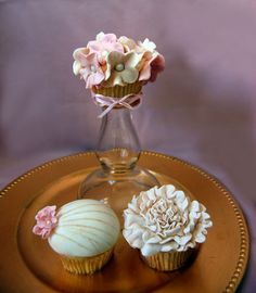 After viewing the Old Hollywood inspiration board, I was really drawn to the soft pinks, ivories, and golds. I especially loved the bouquet and the detail on the heels! I was definitely inspired to re-create these designs in my cupcakes!  xoxo  Shantal, Shakar Bakery www.shakarbakery.com