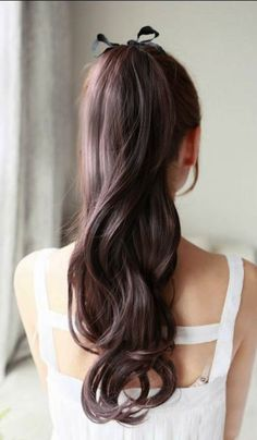 Pretty loose wavy ponytail
