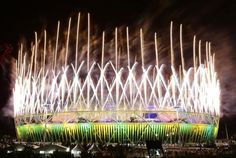 Fireworks explode over the Olympic Stadium during the closing ceremony of the London 2012 Olympic Games August 12, 2012. REUTERS-Tim Wimborne