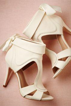 bravura sandal, hot shoes, white shoes, summer sandals, wedding shoes, wedding heels, bow, bridal shoes, modern bride