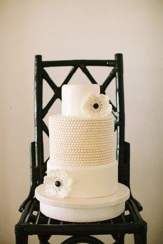 Very chic black and white wedding cake by Stellar Cakes