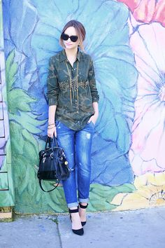 #camo + #boyfriendjeans + a chic pair of ankle heels ! <3 this look on @lateafternoon