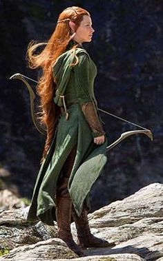 Exclusive pic from Entertainment Weekly. This is such a fantastic shot of Tauriel's costume!!