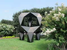 Tony Smith's Moondog with blooming Crapemyrtles.